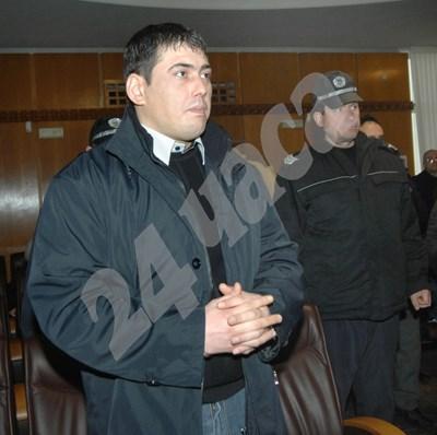 Лазар Колев по време на процеса за убийството на сестрите Белнейски. СНИМКА: 24 часа