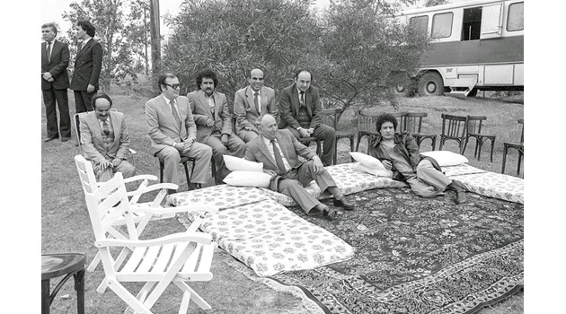 Как в София изчезна килимчето на Кадафи