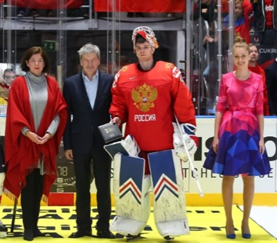 Роденият в България вратар Александър Георгиев бе избран за играч на мача за Русия след победата 5:0 над Австрия на световното по хокей на лед. Снимка: IIHF