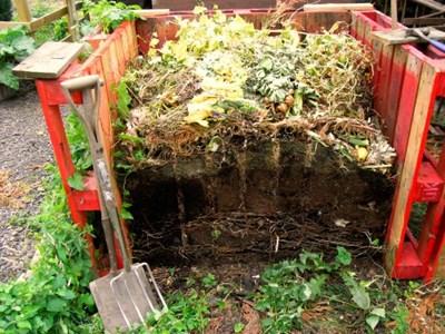 Съоръжението за компостиране се прави лесно и не заема много място в двора Снимка: Архив