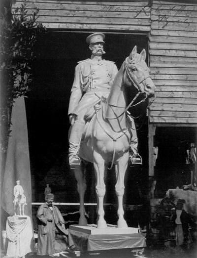 """Макет на паметника на Цар Освободител. Долу вляво е скулпторът Арнолдо Дзоки.  Руската църква """"Св. Николай Чудотворец"""""""
