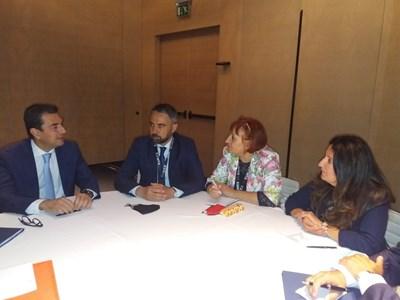 Министърът на енергетиката Андрей Живков, гръцкия му колега Костис Скрекас, посланикът на САЩ Херо Мустафа. обсъждат българо-гръцката газова връзка.