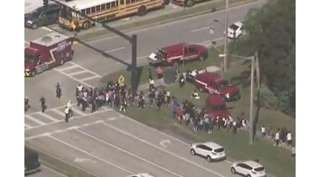 Стрелба в училище във Флорида, най-малко 20 са ранени  (Видео, снимки, обновена)
