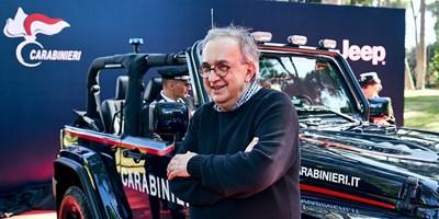 26 юли 2018 г. Последната публична снимка на Маркионе по време на предаване на джипове на италианските карабинери.  СНИМКИ: РОЙТЕРС И FIAT