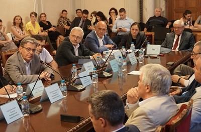 Здравната комисия извика на спешно изслушване в четвъртък ръководствата на здравната каса, болница ИСУЛ и на Министерството на здравеопазването. СНИМКА: ДЕСИСЛАВА КУЛЕЛИЕВА