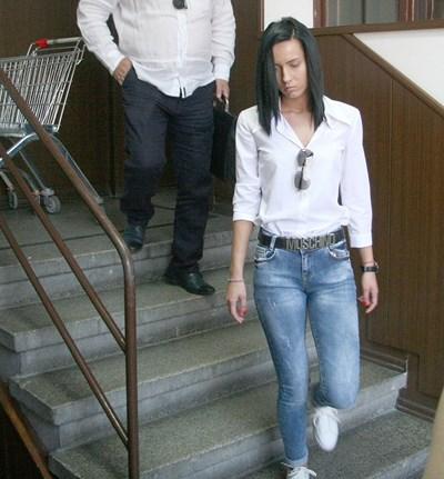 Габриела Медарова в окръжния съд СНИМКА: Евгени Цветков