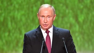 Владимир Путин на откриването на гала-концерт в Болшой театър СНИМКА: РОЙТЕРС