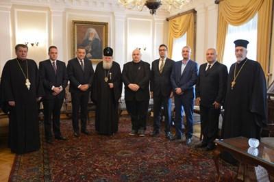 патриарх Неофит и кмета на район 6 на Букурещ Габриел Муто. Снимка Българска париаршия.
