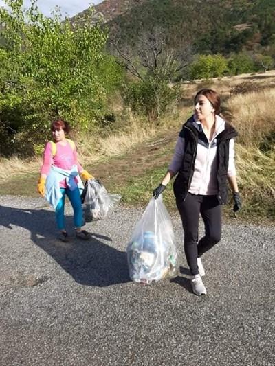 Девойките събраха много отпадъци.