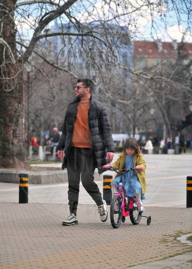 Водещият често води дъщеря си на разходка