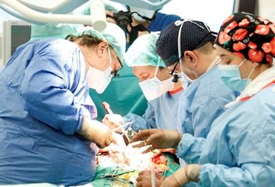 Все повече болни емигрират, за да се лекуват в чужбина.