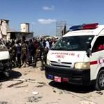 Взрив на автобус в Сомалия Снимки: Ройтерс