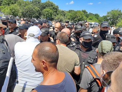 """В парк """"Росенец"""" има доста протестиращи на 2 фронта Снимки: Димчо Райков"""