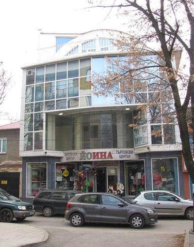 """Това е конфискуваният в полза на държавата търговски център """"Йоина"""" в Перник, с който ще се разпорежда областният управител."""