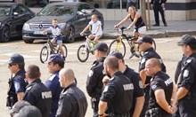 Полицаите в София с 2 пъти по-големи добавки от пернишките