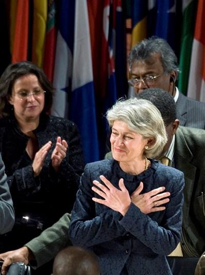 Ирина Бокова приема поздравления след избирането си за генерален директор на ЮНЕСКО през 2009 г. СНИМКИ: РОЙТЕРС
