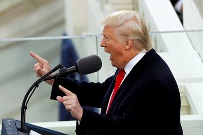 Тръмп говори след клетвата. СНИМКА: РОЙТЕРС