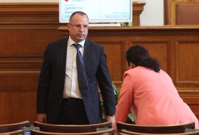Земеделският министър Румен Порожанов обяви в парламента, че е създадена работна група за проучване на пазара. СНИМКА: Румяна Тонева