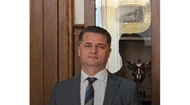 По тъмно карат в пранги и белезници в София върховния прокурор Асенов, обвинен за хулиганство в болница