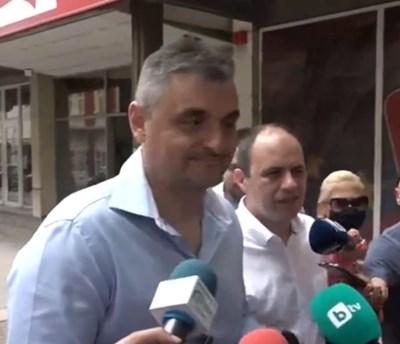 Кирил Добрев влезе на заседанието на Националния съвет заедно с доц. Боян Балев.