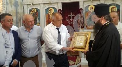 Борисов получи икона на св. Йоан предтеча в Кърджали СНИМКИ: Ненко Станев СНИМКА: 24 часа
