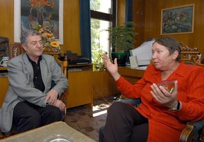Доротея Тончева и Стефан Цанев се радват един на друг...