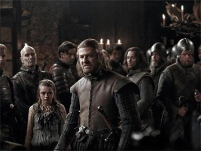Шон Бийн в сериала на HBO по първата книга от поредицата. Филмовата адаптация счупи рекордите за рейтинг и накара милиони зрители да прочетат книгите на Мартин.