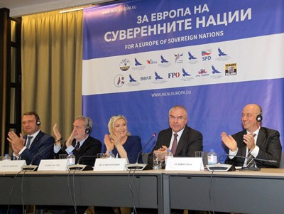 """Марешки и президентът на френския """"Национален сбор"""" Марин льо Пен заедно с останалите лидери от Европа.  СНИМКА: РУМЯНА ТОНЕВА"""
