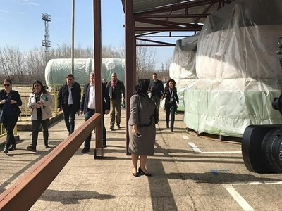 """Minister of Energy Temenuzka Petkova inspects the delivery of the AEL """"Belene"""" tile."""