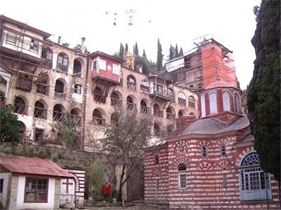 Ремонтират старата част на Зографския манастир.  СНИМКА: АВТОРЪТ