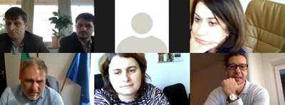 Боил Банов (долу вляво) и Андон Балтаков (долу вдясно) по време на онлайн срещата. На нея присъстват още Ваня Бедрова (горе вдясно), началник на кабинета на министъра, Миглена Кацарова, директор на правната дирекция в министерството, Милен Митев, шеф на административната дирекция в БНР, и Димитър Димитров, член на УС на БНР.