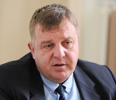 Министърът на отбраната Красимир Каракачанов заяви убеденост, че наборната служба ще се възстанови един ден в България.