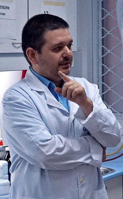 """Антон Вълев, магистър-фармацевт и управител на  Педиатрична аптека """"Ерудита"""", в София"""