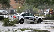Ураганът Сали предизвика проливни дъждове, големи вълни и наводнения по крайбрежията на Флорида и Алабама