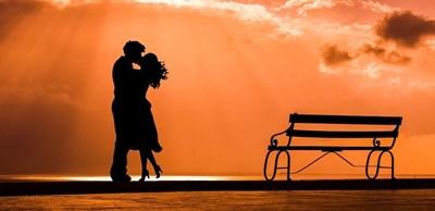 Учени изследваха защо хората харесват романтични комедии