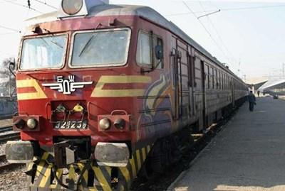 Влакът Бургас-София спря заради авария. СНИМКА: АРХИВ