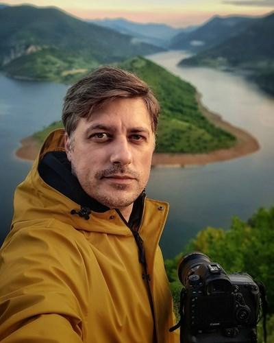 Автопортрет на Владо Карамазов