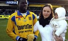 Футболист-милионер, разорен от жена си, обмисля самоубийство