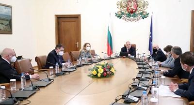 От понеделник на серия съвещания при премиера Бойко Борисов се обсъжда евентуалното облекчаване на мерките.