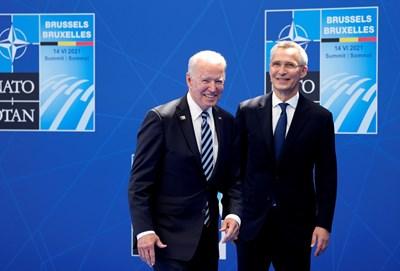 Джо Байдън и Йенс Столтенберг на срещата на НАТО СНИМКА: РОЙТЕРС