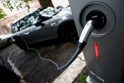 В цяла Европа бонусите за покупка на нова кола се увеличават, а за електрическа достигат и до 10 000 евро.