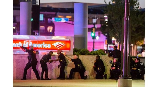 """Стрелецът от Далас, """"черните рокери"""" и свободният джихад"""
