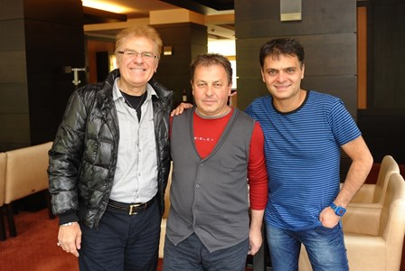 Николай Москов между Васил Найденов и Васко Василев. Москов поддържаше искрено приятелство с двамата Васковци.