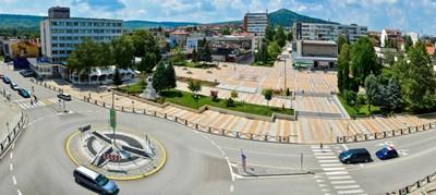 """Близо 6 млн. лева са инвестирани в новия площад и парк """"Детски кът"""" в Горна Оряховица."""