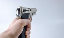 Мъртвопиян размаха пистолет в морската столица, арестуваха го