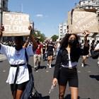 """Хиляди хора се събраха днес на площад """"Трафалгар"""" в Лондон, за да излязат негодуванието си от смъртта на чернокожия американец Джордж Флойд, починал след полицейски арест в Минеаполис. Снимки: Ройтерс"""