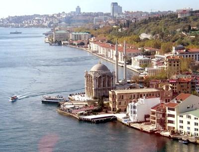 Истанбул винаги е бил привлекателен за българите за изкарване на новогодишните празници, но откакто турската лира поевтиня, стана и много изгоден. Турция засега не налага ограничения за влизане в страната от противоепидемични съображения.  СНИМКА: ЕЛЕНА ФОТЕВА