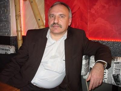 Иван Любенов от Стара Загора бил сред първите, влезли във взривения вагон.  СНИМКА: Ваньо Стоилов