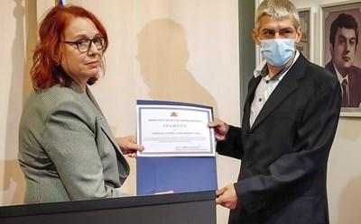 Във Варна отличиха медици за работата им в имунизационни пунктове