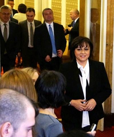 Лидерът на БСП Корнелия Нинова и червените депутати взели решението да внесат вота сами още в сряда. СНИМКИ: ДЕСИСЛАВА КУЛЕЛИЕВА